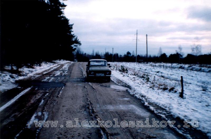 Дорога возле леса в Покрове